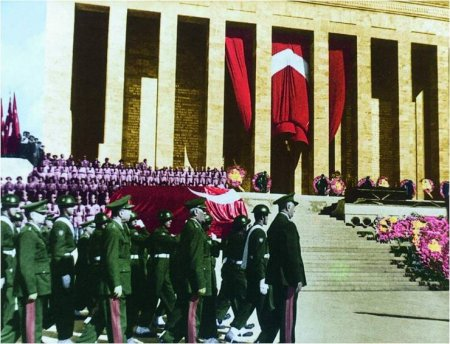 TARİXİN SİRLƏRİ ! Atatürkün sirli ölümü və gizlədilən vəsiyyəti