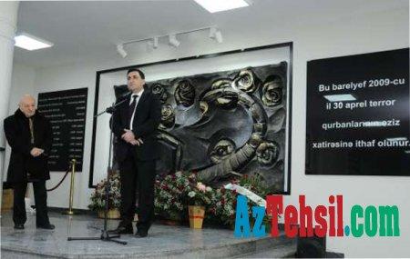 ADNSU-da 30 aprel terror qurbanlarının xatirəsinə həsr olunuş barelyefin açılışı olub