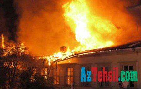 Məktəb binası şagirdlərin gözü qarşısında yandı - VİDEO