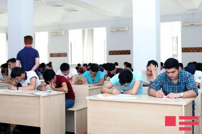 Dövlət İmtahan Mərkəzi (DİM)  2017/2018-ci tədris ili üçün ali təhsil müəssisələrinə I və IV ixtisas qrupları üzrə qəbul imtahanı keçirir.