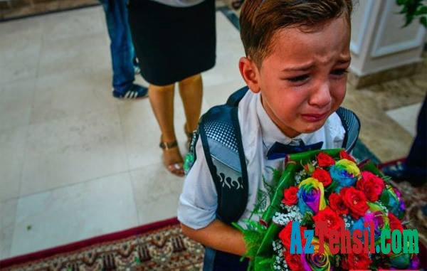 Dərs ilinin ilk günü ağlayan birincilər - Məktəbdə onlarla necə davranmaq lazımdır?