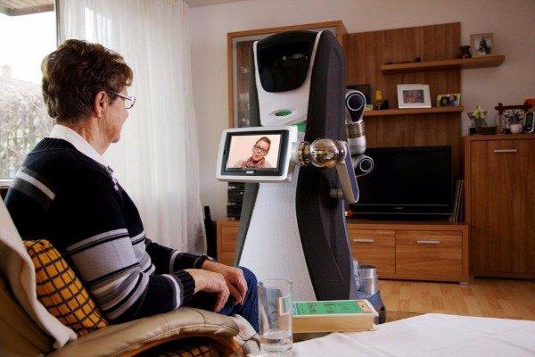 Çində yaşlı insanların qayğısına qalan robot hazırlandı