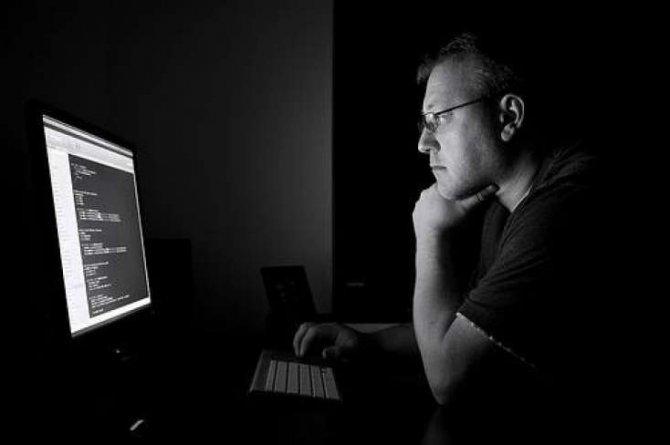 Qaranlıqda komputer və smartfondan istifadə etməyin – GÖZLƏRİNİZİ QORUYUN