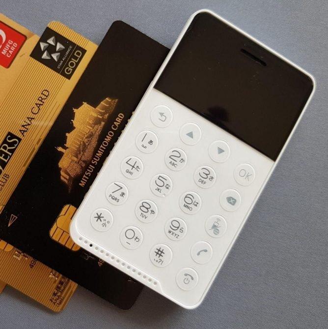 Kredit kartına bənzəyən smartfon yaradıldı - VİDEO
