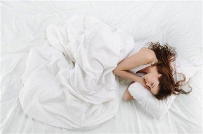 Hansı böyrü üstə yatmaq daha faydalıdır? - MƏSLƏHƏT