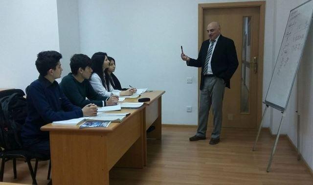 Abituriyentlər bu universitetdə ödənişsiz kurslarda iştirak edir