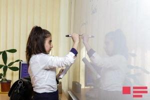 Azərbaycanda məktəbli qızların oxu bacarığı oğlanlardan yaxşıdır
