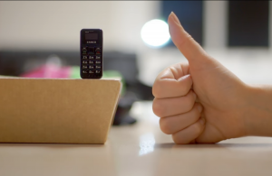 Dünyanın ən kiçik mobil telefonu – VİDEO