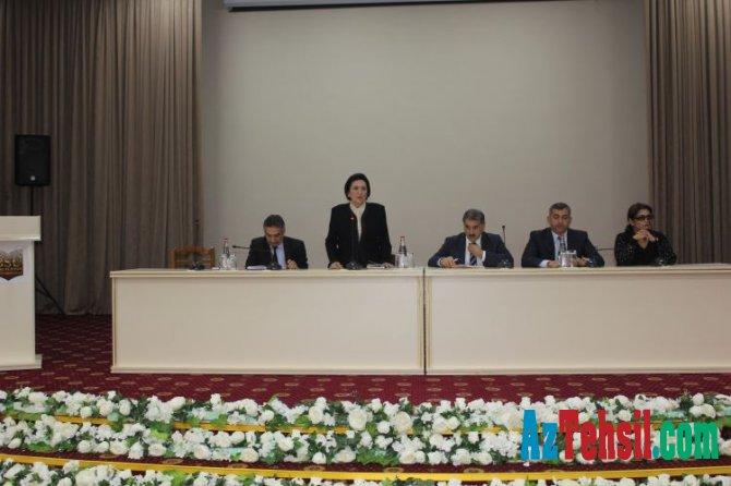 Bakı Slavyan Universitetinin rektoru II kurs tələbələri ilə görüşüb