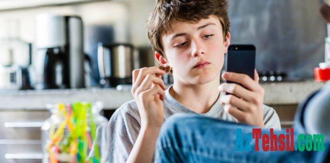 """Smartfonlar yeniyetmələri """"bədbəxt"""" edir -ARAŞDIRMA"""