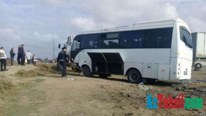 Yevlaxda şagirdləri daşıyan avtobus qəzaya uğradı