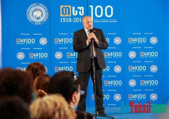 Gürcüstan prezidenti azərbaycanlı tələbələri mükafatlandırıb