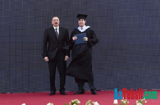 Heydər Əliyev  məzun  oldu.