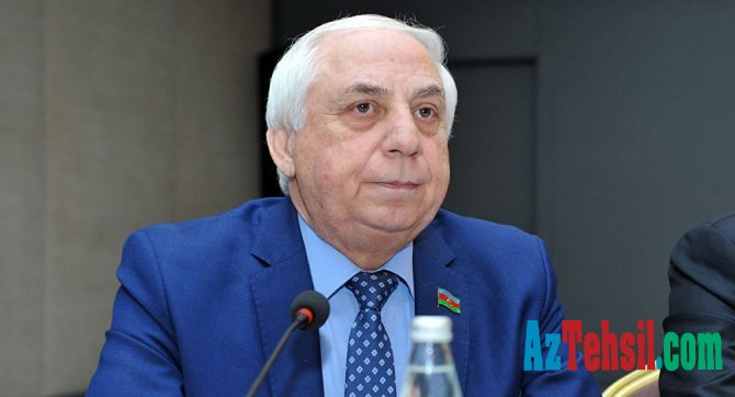 """""""Tələbələrə ictimai nəqliyyatda güzəştlər edilsə..."""" - Hadi Rəcəbli"""