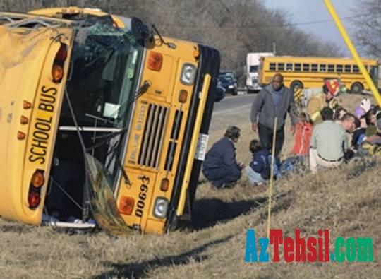 Texasda məktəb avtobusu qəzaya uğrayıb
