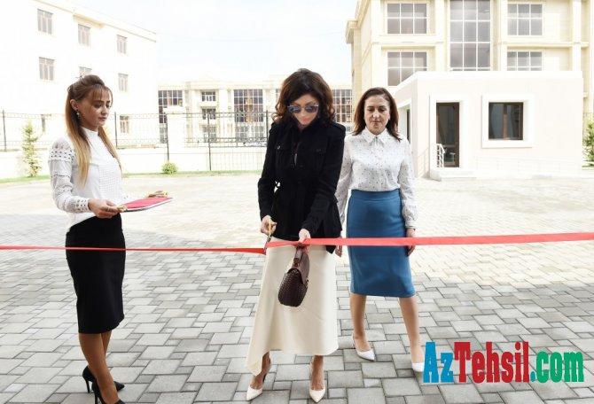 Mehriban Əliyeva yeni məktəb binasının açılışında - FOTOLAR