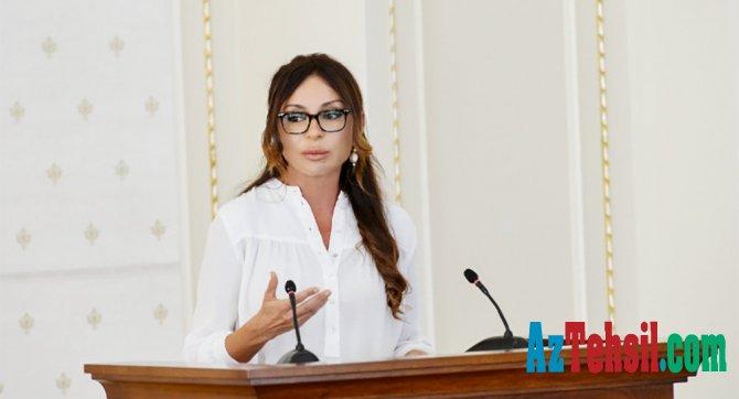 Birinci vitse-prezident Mehriban Əliyeva müəllimləri təbrik etdi