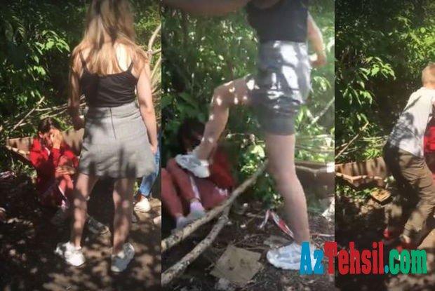 Məktəbli qızlar həmyaşıdlarını döyüb kameraya çəkdilər - VİDEO