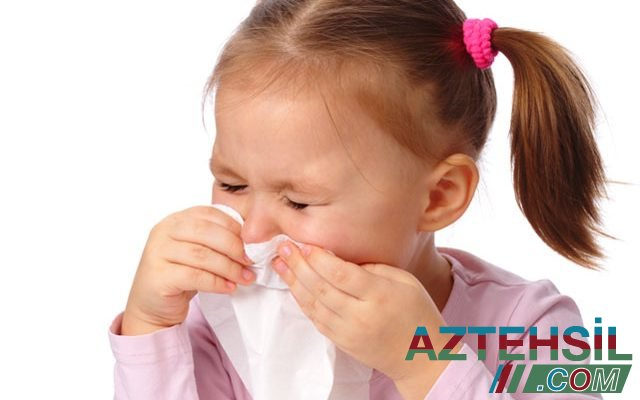 VALİDEYNLƏRİN DİQQƏTİNƏ: Virusa yoluxan uşaqlarda yeni əlamətlər TAPILDI - VİDEO