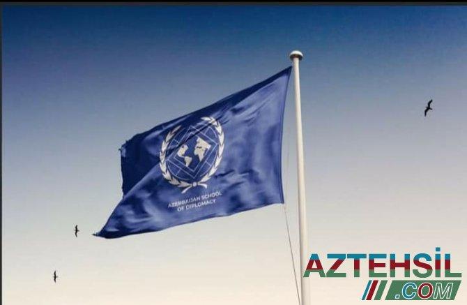 Azərbaycan Diplomatiya Mərkəzi yüksək əmək haqqı ilə İngilis dili müəllimləri axtarır.
